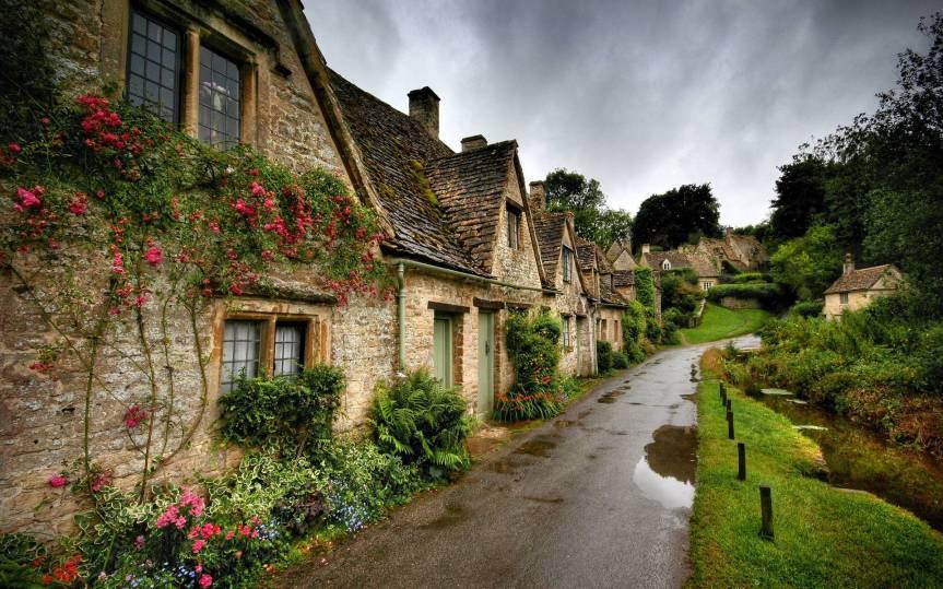 375006-ireland-old-irish-village-stone-cottages-and-shops