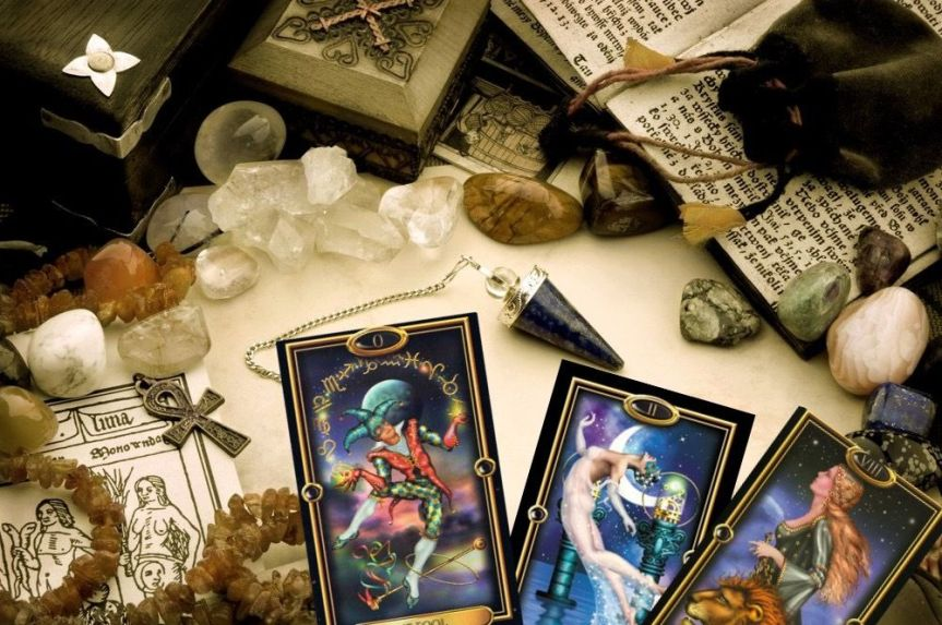 Crystals and Stones for the Tarot