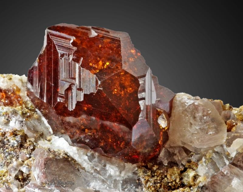 Gemstone Gem Notes: Garnet Meaning and Properties